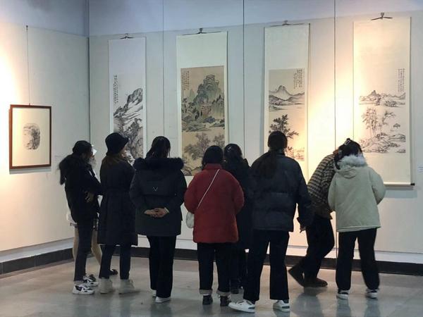 """蚌埠市蚌山区教育局_学院举办""""与古为新""""一王峰山水画教学成果展"""